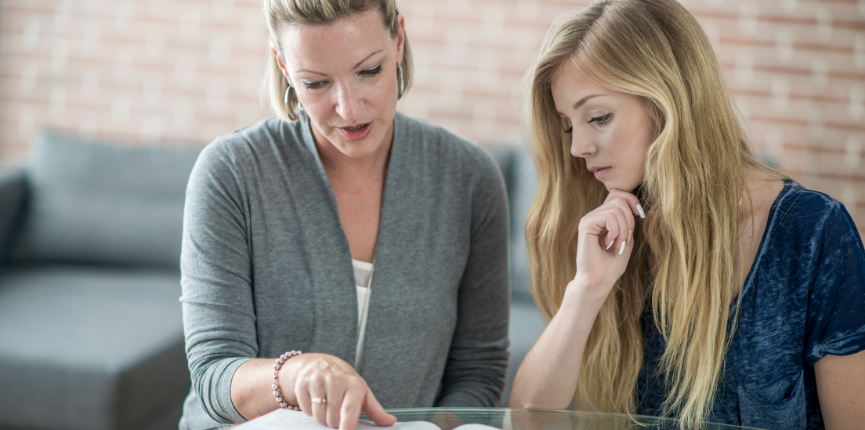 8 Tips for the Parents to Help Their Teenage Child with Budgeting