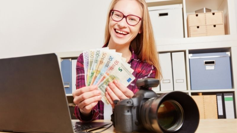 Being a student, earn extra money and be financially stable